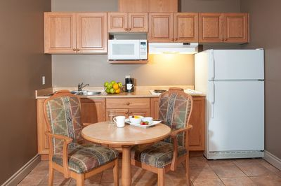 Podollan Inn Fort McMurray Room with Kitchenette & Dining Area
